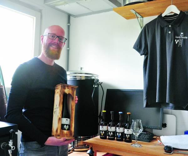 'De pastoor' wil Almelo bier laten beleven met zijn Zwarte Parochie