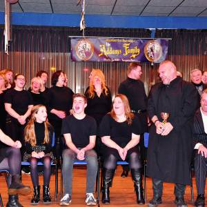 Acteurs Servus dansen met de dood in The Addams Family