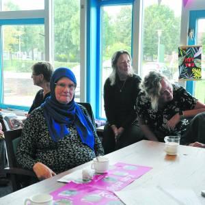 Ria gaat Arabisch leren dankzij ontmoeting in wijkkamer Hagendoorn