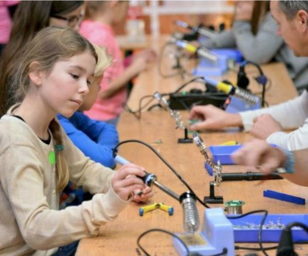1.100 leerlingen ontdekken techniek in Almelo tijdens Week van de Techniek en Ontdek Hightech Almelo