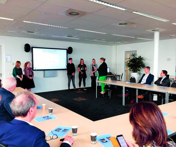 ROC-studenten presenteren onderzoeksresultaten aan colleges B&W van Dinkelland en Tubbergen