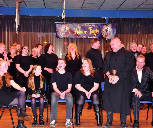 Acteurs Servus dansen met de dood in The Addams Family