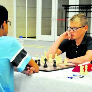 Schaakvereniging Almelo zet bordspel op de kaart met <br />NK jeugdschaken en simultaanspel grootmeester