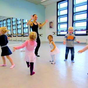 Kleine dansertjes gezocht voor buitenlessen Peuterdans Kaliber Almelo