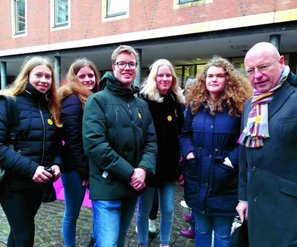 Almelose Noordikleerlingen herdenken bevrijding concentratiekamp Auschwitz in Münster