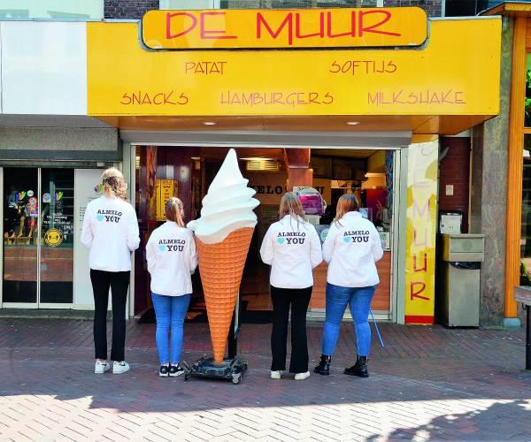 Gezellige Almelo Loves You koopzondag met gratis ijsjes