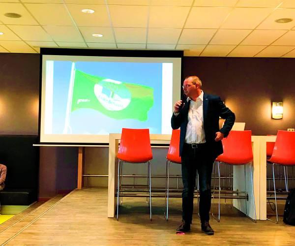 Zone.college Almelo behaalt internationaal keurmerk voor duurzame scholen Eco-team hijst de groene vlag
