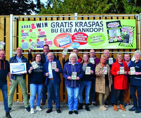 Ondernemers winkelgebied Bornsestraat laten het prijzen regen met kraspasactie