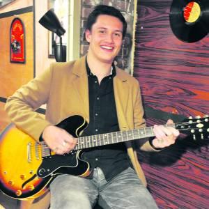 Damian Alferink wil met zijn rock 'n roll  publiek veroveren op Liedjesmakersfestival